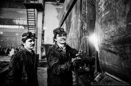 Bernard Rospęk - spawacz-Zaklady Naprawcze Taboru Kolejowego w Olesnicy. Luty 1980r. Foto Ireneusz Kazmierczak.