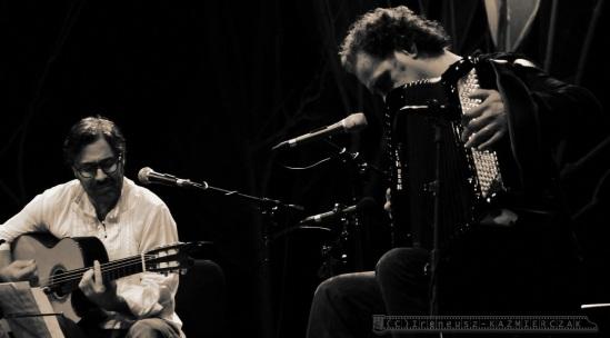 Gitarzysta Al Di Meola gra na 13.Festiwalu Œlaska Jesieñ Gitarowa .