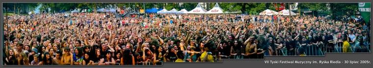 """Panorama zrobiona w czasie koncertu TSA_VII Festiwal Muzyczny im. Ryska Riedla """"Ku Przestrodze"""" - 2005. FOT. IRENEUSZ KAZMIERCZAK."""