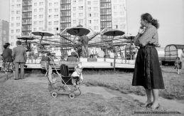 KARUZELA [PRL]_TYCHY_13-07-1986_FOT_IRENEUSZ KAZMIERCZAK