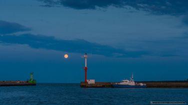 Wschód superksiężyca w porcie Władysławowo - 10.08.2014