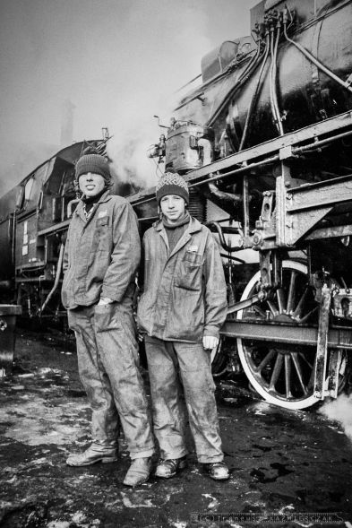 ZNTK. Od lewej-Edward Gierczak, Stanisław Habrych Lokomotywownia w Oleśnicy. Luty 1980r.