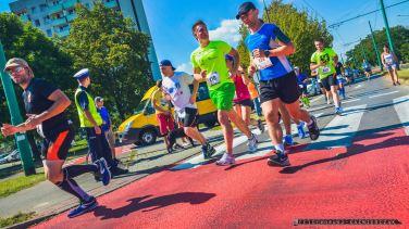 V Tyski Pó³maraton_Miêdzynarodowy Tyski Bieg Uliczny_04.09.2016_Na starcie stanê³o ponad 1000 biegaczy – 709 w pó³maratonie i biegu na 10 km. Na mecie Kenijczyk Moses Kipruto Kibire wyprzedzi³ Henry'ego Kemboi_FOT_IRENEUSZ KAZMIERCZAK.