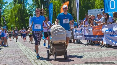 XXV_BIEG FIATA_28.05.2017 w Bielsku-Bia³ej, odby³a siê 25. edycja Biegu Fiata, jednego z najstarszych biegów w Polsce rozgrywanych na dystansie 10 km. Pomimo wyj¹tkowo wysokiej temperatury, na mecie zameldowa³o siê 1671 biegaczy pochodz¹cych z siedmiu krajów. Kenijczyk Matheka Benard Muinde wygra³ 25 Bieg Fiata_Fot Ireneusz KAMIERCZAK.