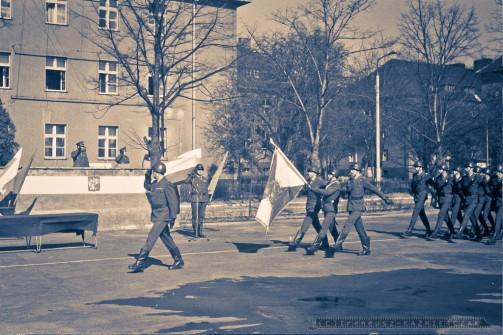 Po¿egnanie ¿o³nierzy do cywila. 11-Batalion Rozpoznania Radioelektronicznego w Zgorzelcu_1978_FOT_IRENEUSZ KAZMIERCZAK.