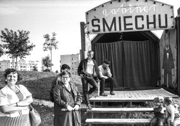 GABINET SMIECHU_1986_TYCHY_PRL_FOTO: IRENEUSZ KAZMIERCZAK