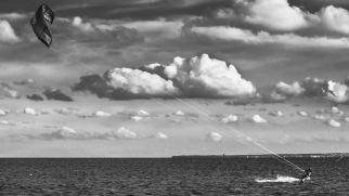 KITESURFER_CLOUDS_SEA_FOTO_IRENEUSZ KAZMIERCZAK.