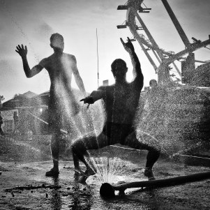 FESTIVAL_SILHOUETTE_WATER_FOT_IRENEUSZ KAZMIERCZAK