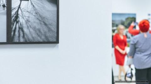 """WERNISAZ_KATARZYNA LATA_VIA_03-09-2018_FOT_IRENEUSZ KAZMIERCZAK. Wernisa¿ wystawy fotografii Katarzyna £ata """"VIA"""" odby³ siê w Galerii ZPAF Katowice."""