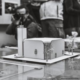 SACRUM W MIESCIE SOCJALISTYCZNYM_TYCHY_07-12-2018_FOT_IRENEUSZ KAZMIERCZAK_Kuratorem wystawy jest Patryk Oczko, kustosz w Dziale Sztuki Muzeum Miejskiego w Tychach_Na wystawie zaprezentowano kilkanaœcie koœcio³ów zaprojektowanych w okresie wielkiej budowy miasta (1951-1989) oraz obiekty wczeœniej istniej¹ce, które wesz³y w obrêb jego rozszerzaj¹cych siê granic. Ich autorami s¹ m.in. Stanis³aw Niemczyk, Bo¿ena i Janusz W³odarczykowie, Grzegorz Ratajski oraz Zbigniew Weber.