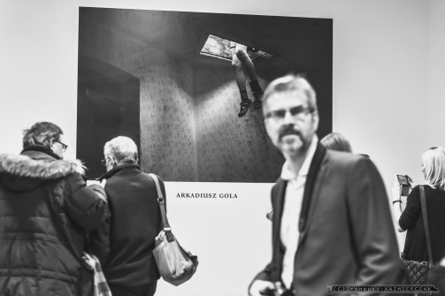 """NIEZNANY DWORZEC_WERNISAZ_25-01-2019_RUDA SLASKA_CHEBZIE_FOT_IRENEUSZ KAZMIERCZAK. Premiera ksi¹¿ki """"Nieznany dworzec"""" i wernisa¿ zdjêæ Arka Goli i Joanny Helander - fotografów pochodz¹cych z Rudy Œl¹skiej - odby³y siê w Stacji Biblioteka, na odnowionym dworcu PKP w Rudzie Œl¹skiej- Chebziu."""