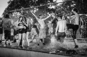 TYSKI FESTIWAL MUZYCZNY_KU PRZESTRODZE_Wystawa- Ireneusz KaŸmierczak dziêki fotografiom pozwoli nam poczuæ niepowtarzalny klimat jaki ma Festiwal Muzyczny im. Ryœka Riedla od 1999 roku do roku 2014.