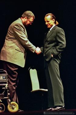 WYSTARCZY BYC_Teatr BELFEgoR_Tychy_2000_FOT_IRENEUSZ KAZMIERCZAK. S³awomir ¯ukowski za³o¿y³ Teatr BELFEgoR w Tychach w 1986 roku.