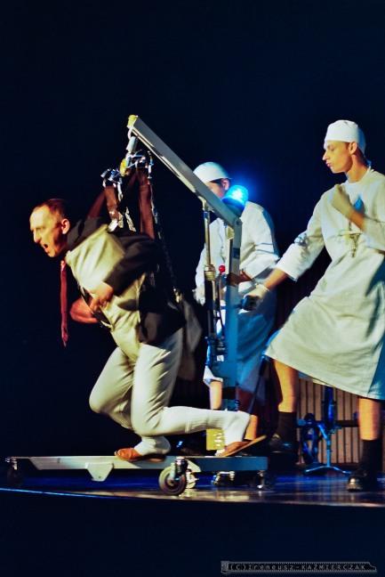 MAGIEL_Teatr BELFEgoR_Tychy_2001_FOT_IRENEUSZ KAZMIERCZAK. S³awomir ¯ukowski za³o¿y³ Teatr BELFEgoR w Tychach w 1986 roku.