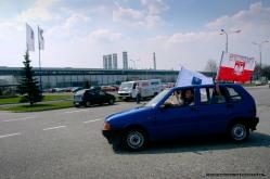 Wielka wojna Tychow z Bieruniem o fabrykê Fiata_TYSKA PARADA FIATOW_Tychy_22-04-2006_FOT_IRENEUSZ KAZMIERCZAK.
